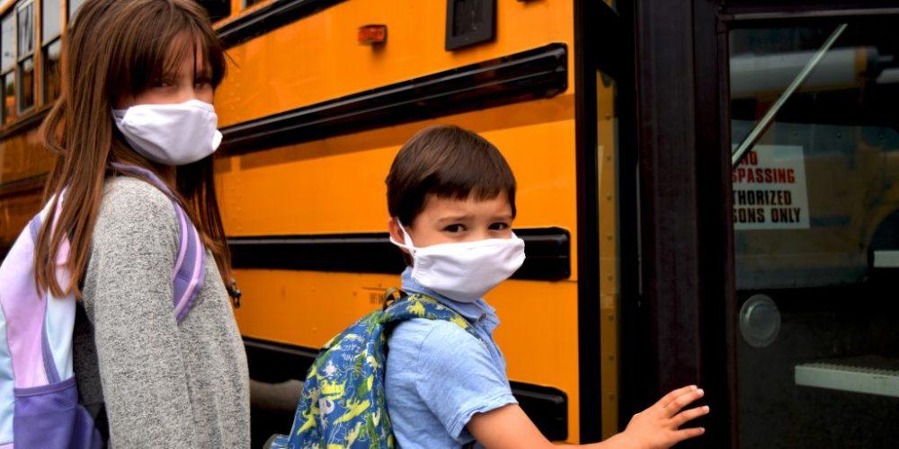 Überfüllte Schulbusse – Grünes Verkehrsministerium muss nachbessern!